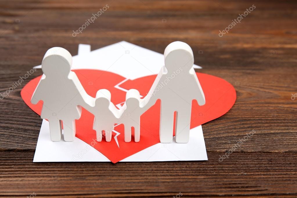 Silueta De Recorte De Papel De Una Familia