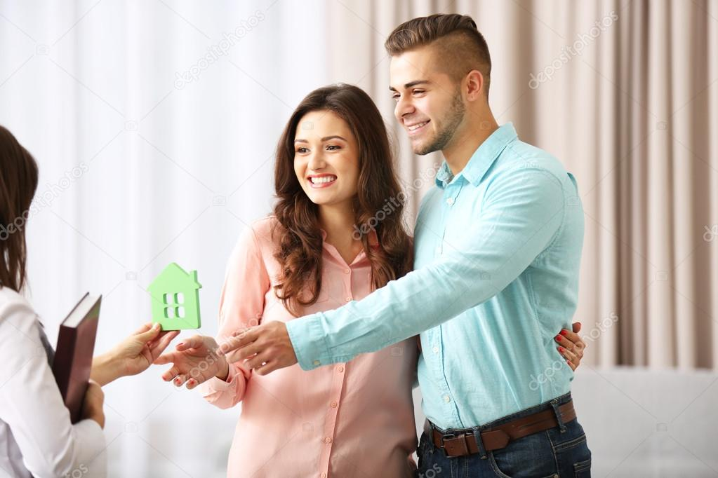 estate agent dating
