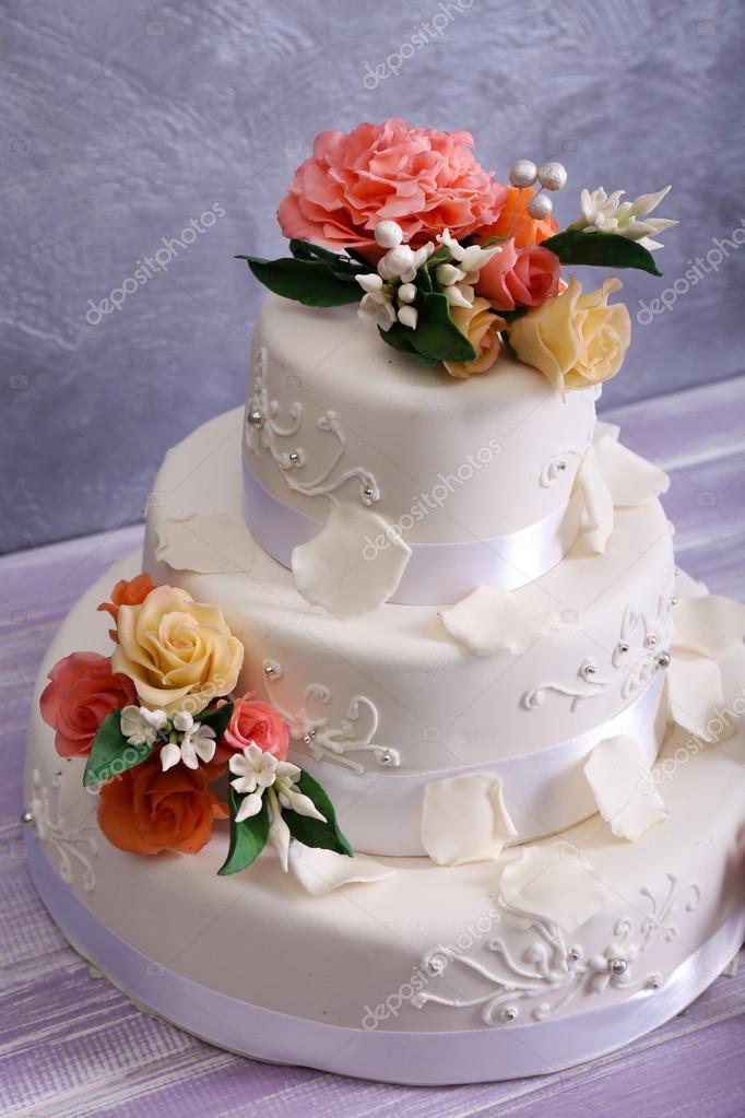 Dekorierte Hochzeitstorte Stockfoto C Belchonock 93775398