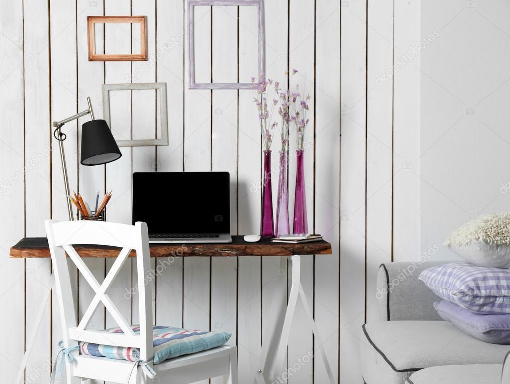 Stilvolle Arbeitsplatz zu Hause — Stockfoto © belchonock #96595492