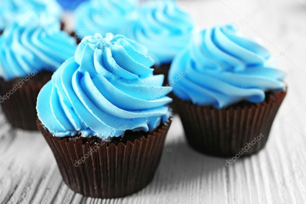 Imagenes De Cupcakes Azul Cupcakes Azules En Mesa De Madera
