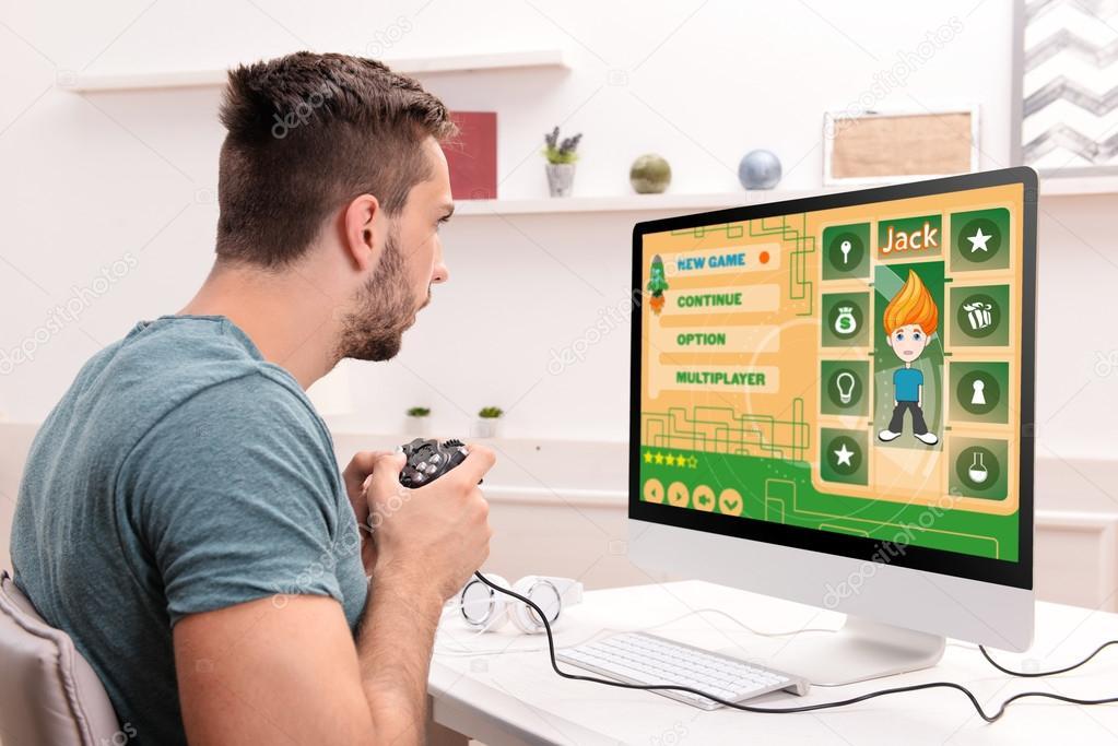Fotos Jugando A La Play Hombre Jugando Juegos De Computadora