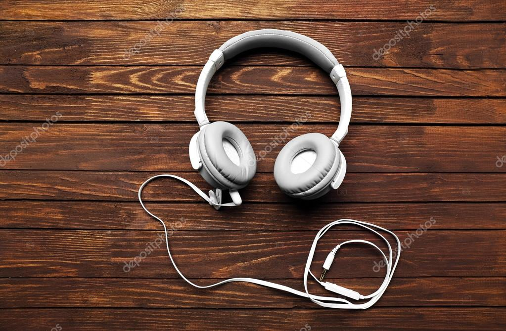 наушники музыка с кабелем стоковое фото Belchonock 99304394