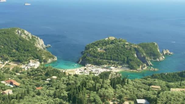 Felsige Küste der Insel Korfu, Griechenland.