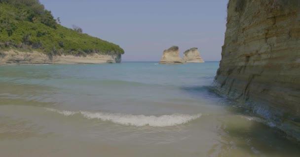 Krásná pláž na ostrově Korfu, Řecko.