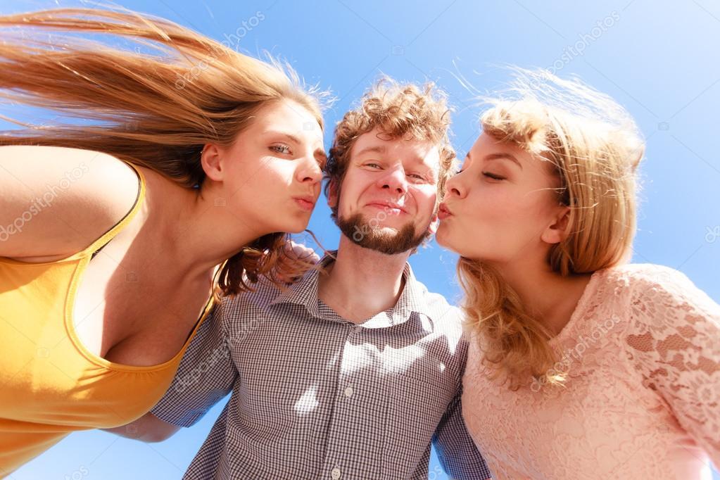 Legal html teens kissing — pic 1