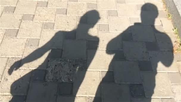 mozgó árnyékok, a férfiak és a nők