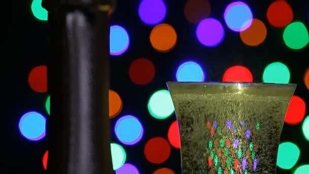 ein Glas Champagner verschüttet