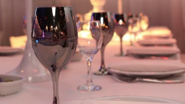 zdobené stůl v restauraci