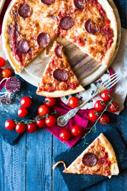 Tasty Tomatoes and Pepperoni Pizza