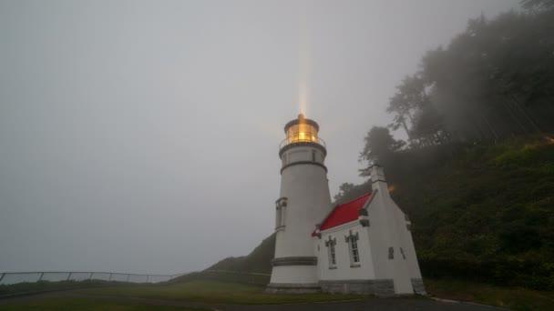 Ultra High Definition idő telik film a rulírozó fénysugarak a történelmi Heceta Head Lighthouse Yachats Oregon 4096 x betű 2304