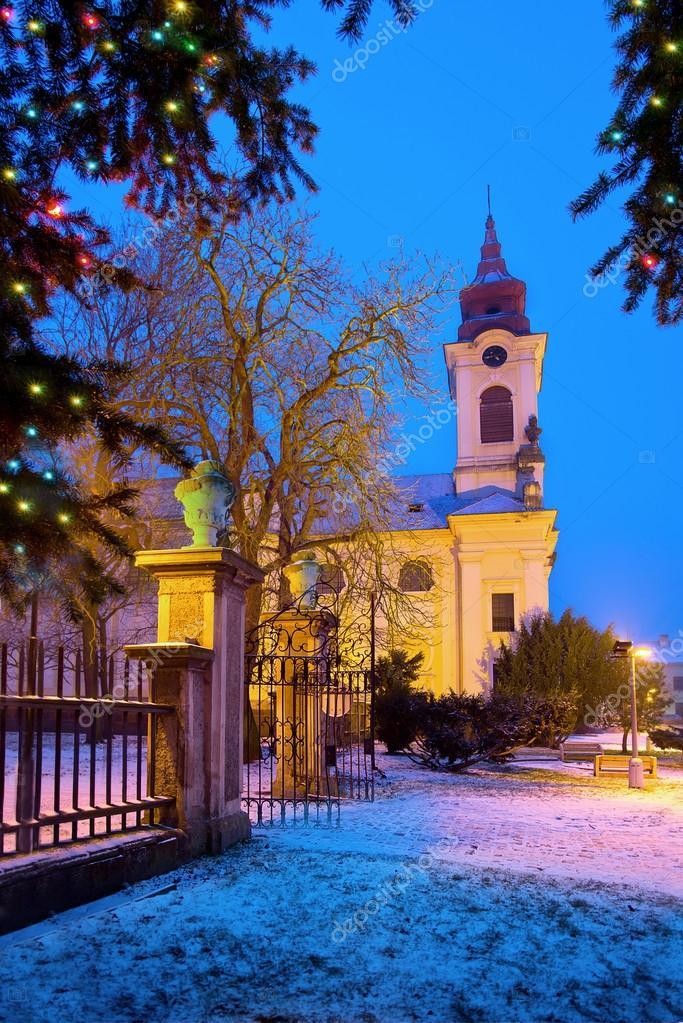 Katholische Kirche in der Weihnachtszeit — Stockfoto © aaron007 ...