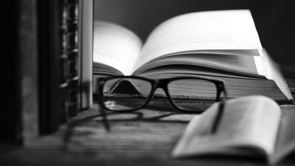 Bücher und Lesebrille