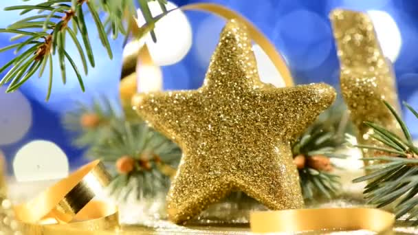 Zlaté vánoční hvězdy s detail jehel