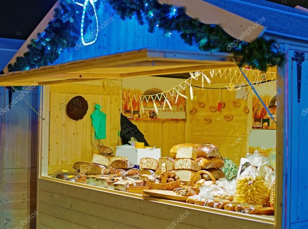 Il chiosco Fiera Natale con carichi di prelibato della cucina locale ...