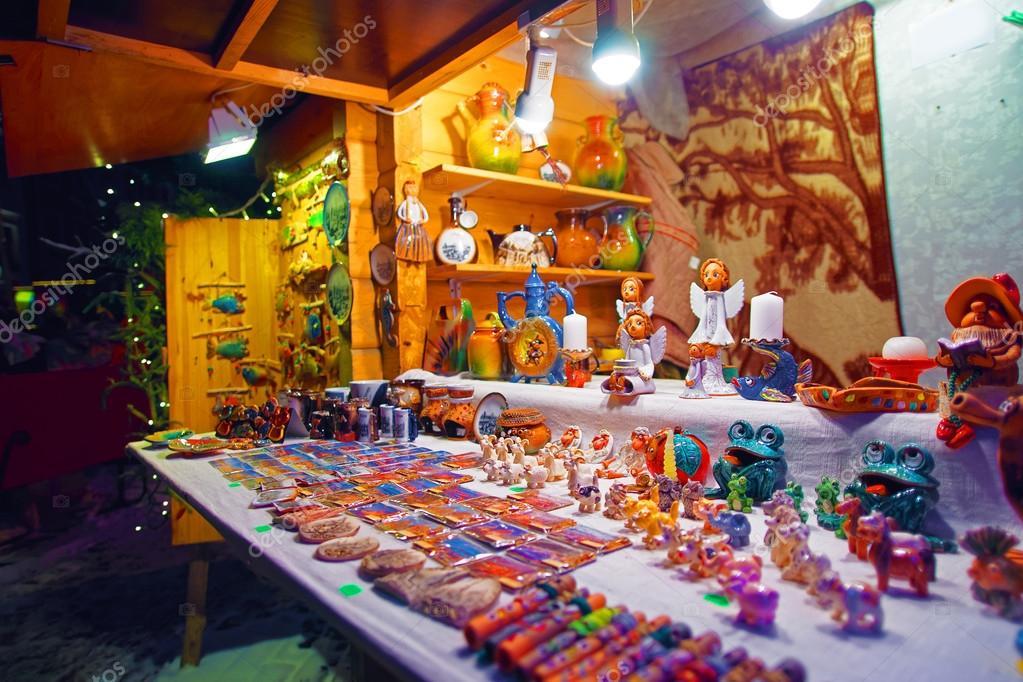 Barraca de souvenir típico do mercado tradicional de Natal — Fotografia de  Stock f4fab387064
