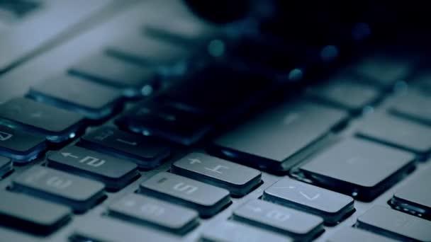 zadání akce na pc klávesnici počítače