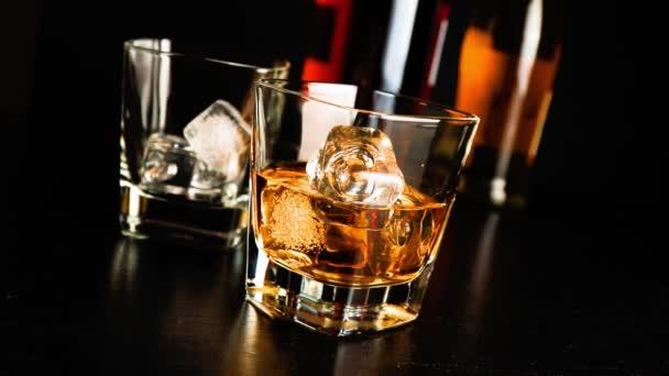 Szakadó whiskey-fa bár táblázat lounge bárban légkör