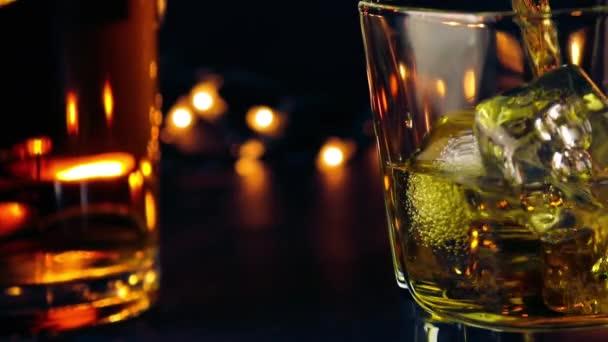 Csapos öntött whiskey bar üveg asztal