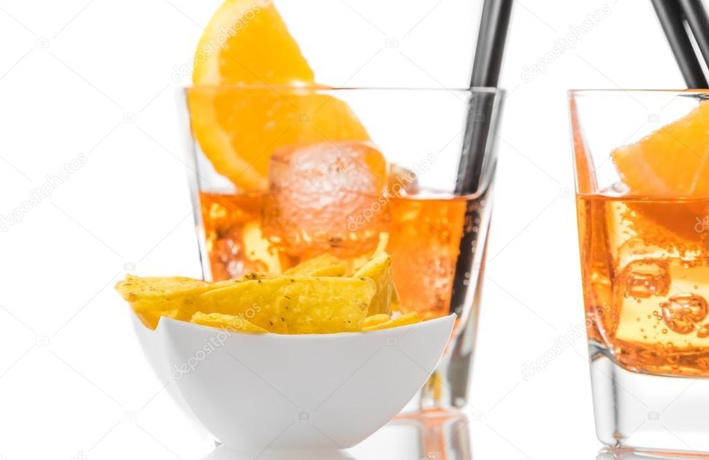 Hot chip tacos di fronte di due bicchieri di spritz aperol for Bicchieri aperol spritz