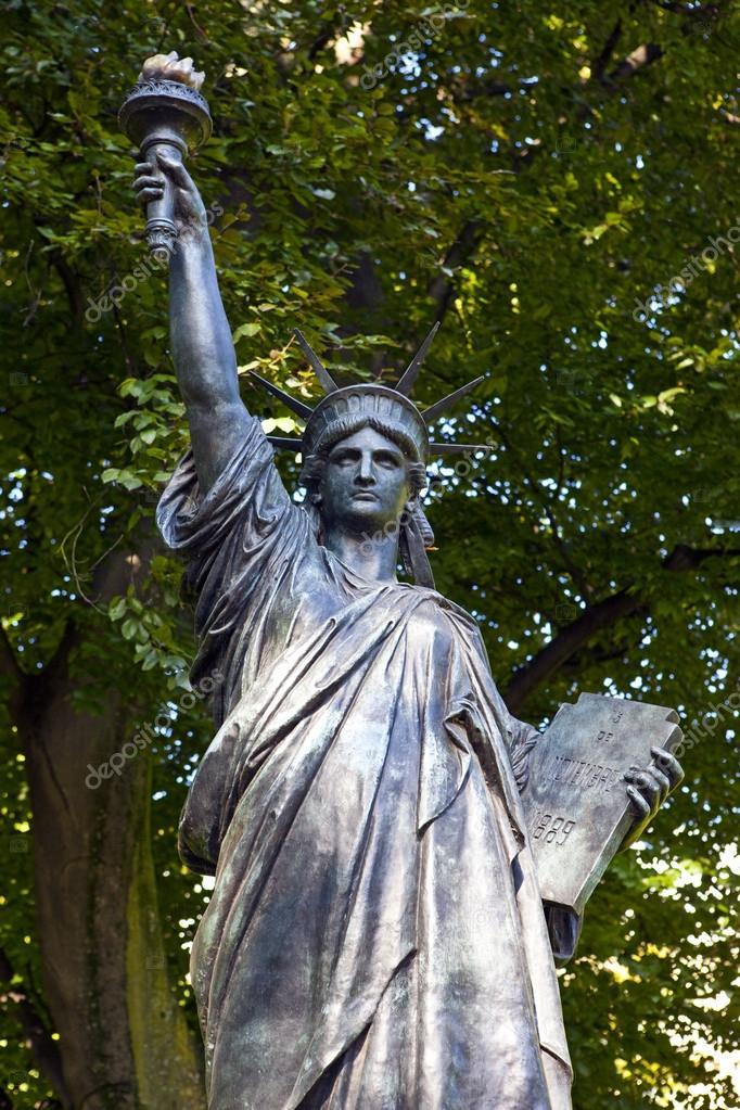 Statua wolno ci rze by w jardin du luxembourg w pary - Jardin du luxembourg statue of liberty ...