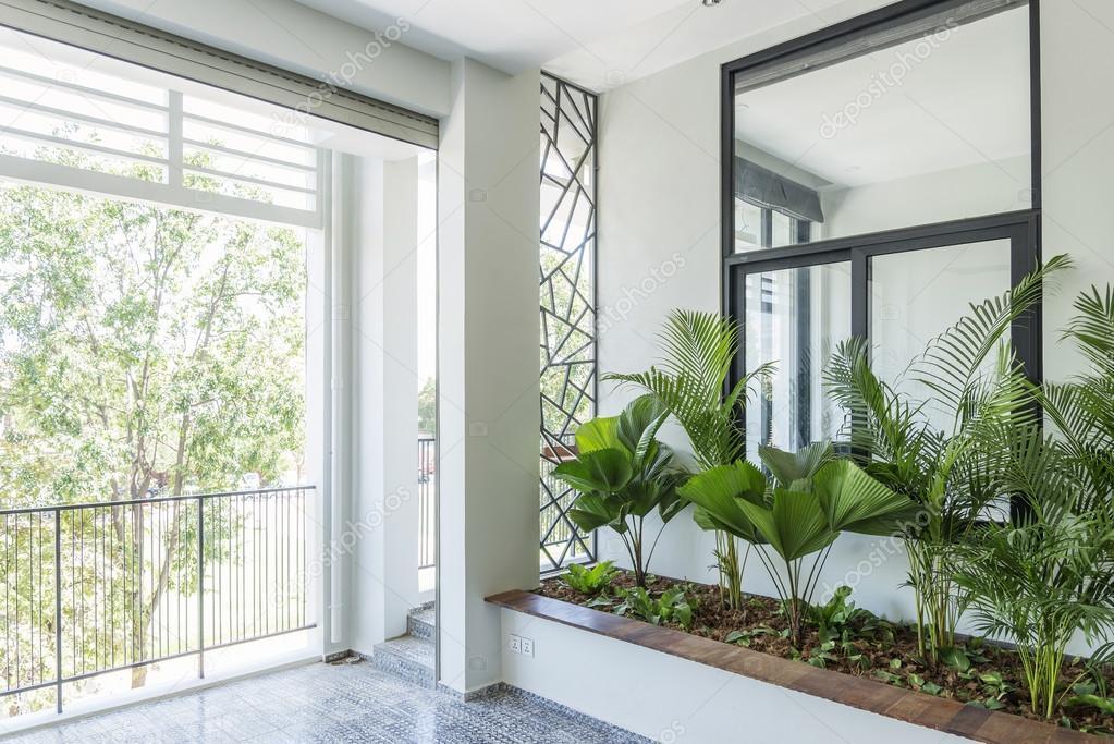 Modernes interior design balkon garten u stockfoto