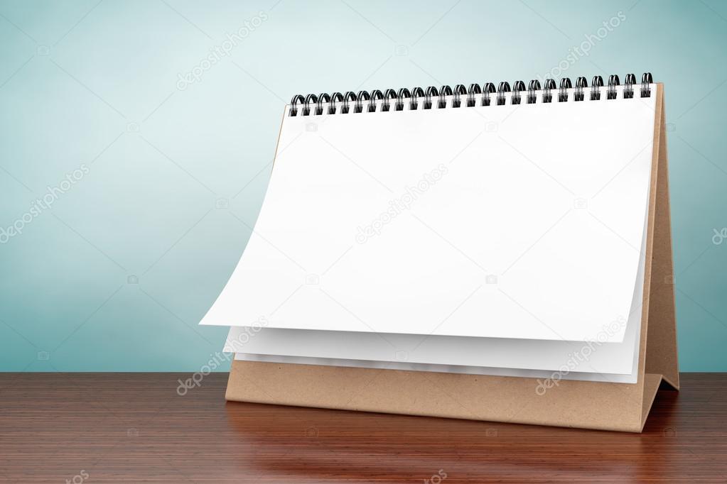 Photo de style ancien calendrier spirale de papier blanc bureau