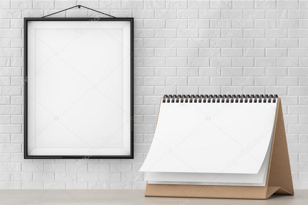 Calendario de espiral de escritorio de papel en blanco delante de la ...