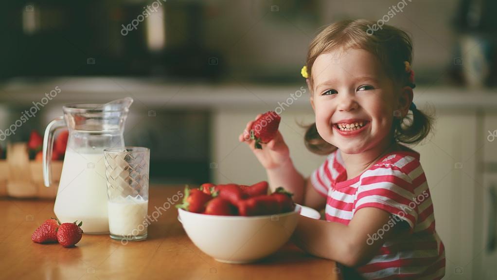 домашняя клубника фото девочек