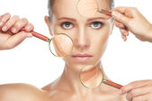 Fotografie krása koncepce stárnutí kůže. omlazovací procedury, omlazení, zvedání, napínání kůže obličeje
