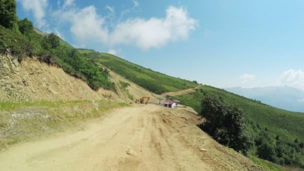Budování silnic v horách