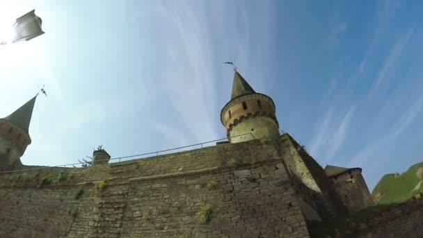 Prohlédni si na starý hrad
