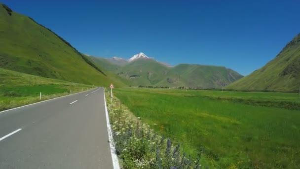 Horská silnice z kole