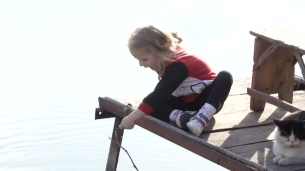 Dívka s kočka rybářská