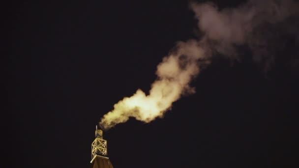 kouř z potrubí