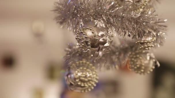 Vánoční ozdoby ze stropu