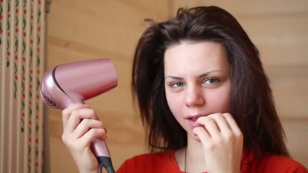 Combing hair dryer