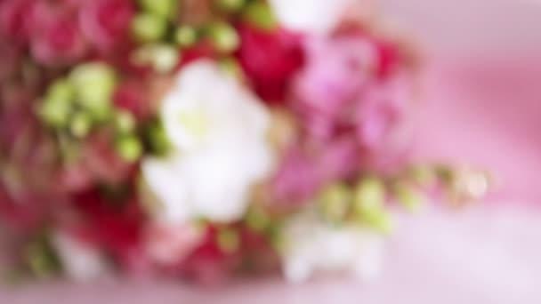 Svatební kytice s prstýnky