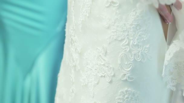 šněrování svatební šaty