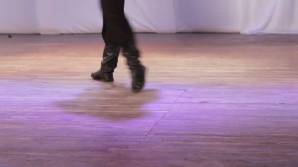Orosz népi tánc a színpadon