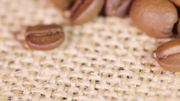 Kaffeebohnen und Freiräume