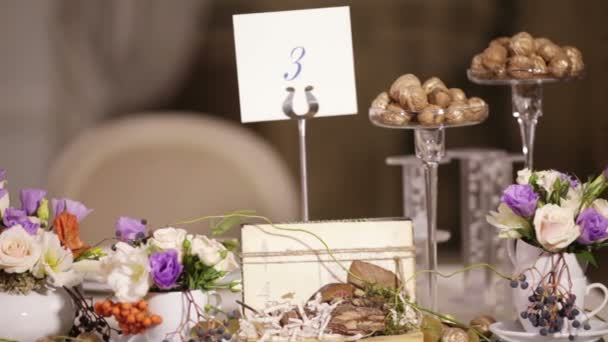 Watch decorated table with flowers