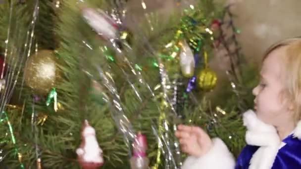 Candy vánoční strom a dívka