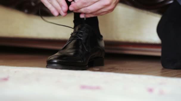 Close-up černé boty, dresink