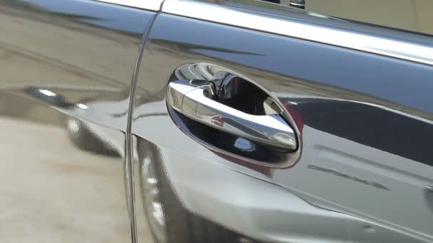 Handle cars