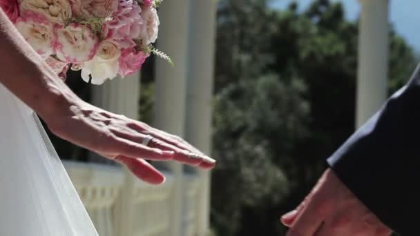 Novomanželka ruce