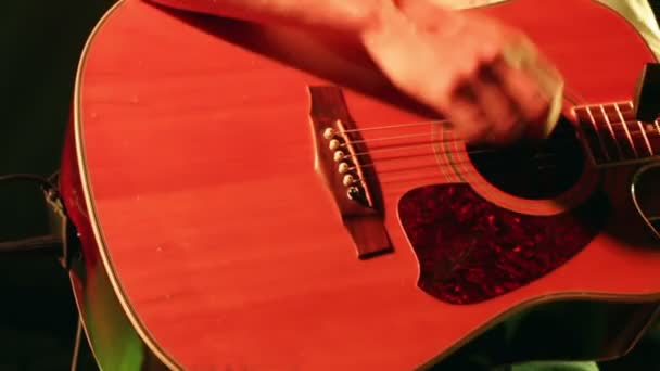 Akusztikus gitár a koncerten