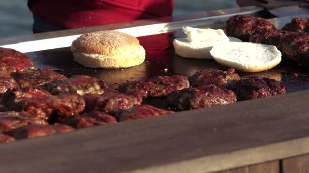 Vaření hamburgerů