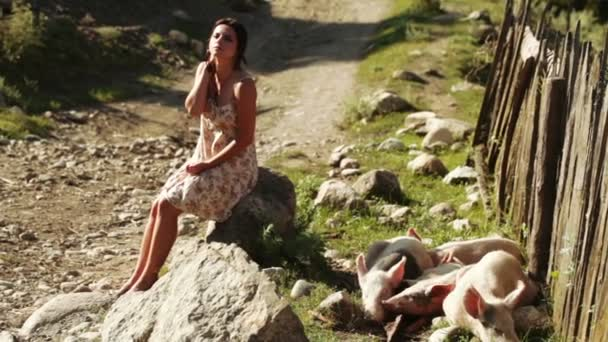 Žena s prase v přírodě