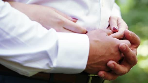 Přírody novomanželka ruce